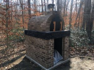 Marks outdoor oven - ceramic letters - www.mosaicinspiration (2)