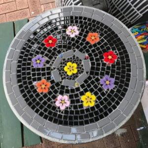 MOSAIC INSPIRATION Gordanas table using ceramic flowers and ladybird inserts www.mosaicinspiration.com